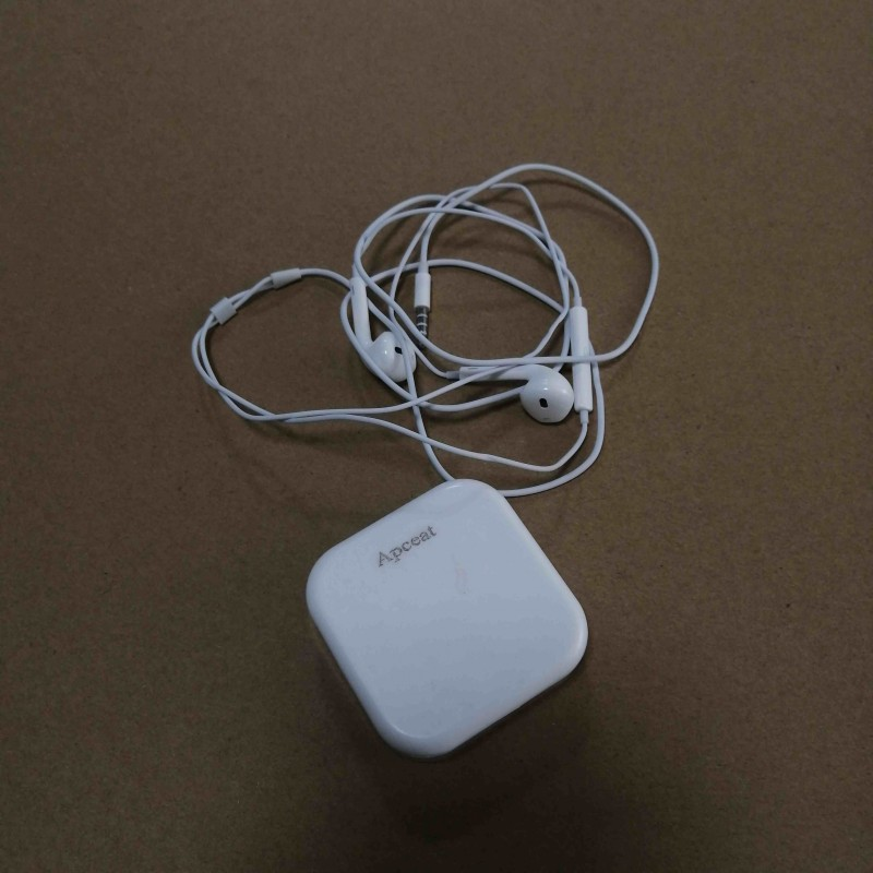 Apceat ear phones Universal headset white Exquisite packaging protection box